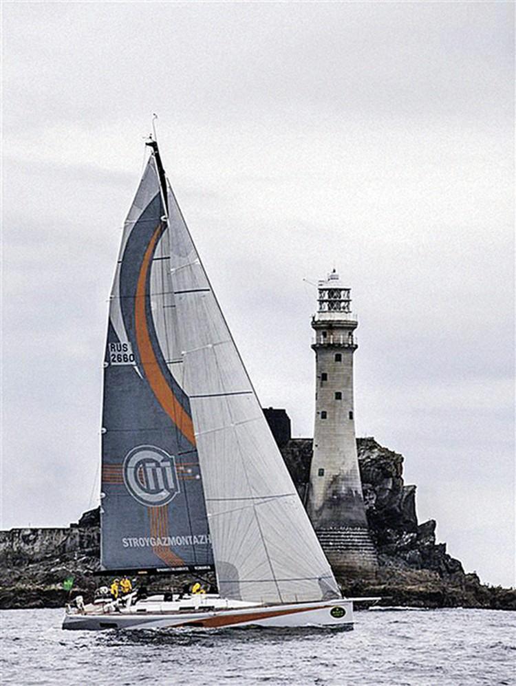 Яхта «Стройгазмонтаж» победила в своем классе в легендарной регате Фастнет.