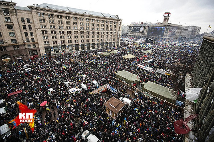 Майдан в разгар сбора. Народу - море!