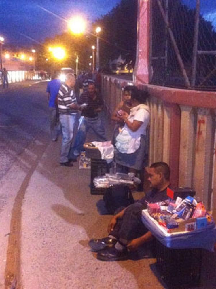 Уличная торговля 24 часа в сутки.