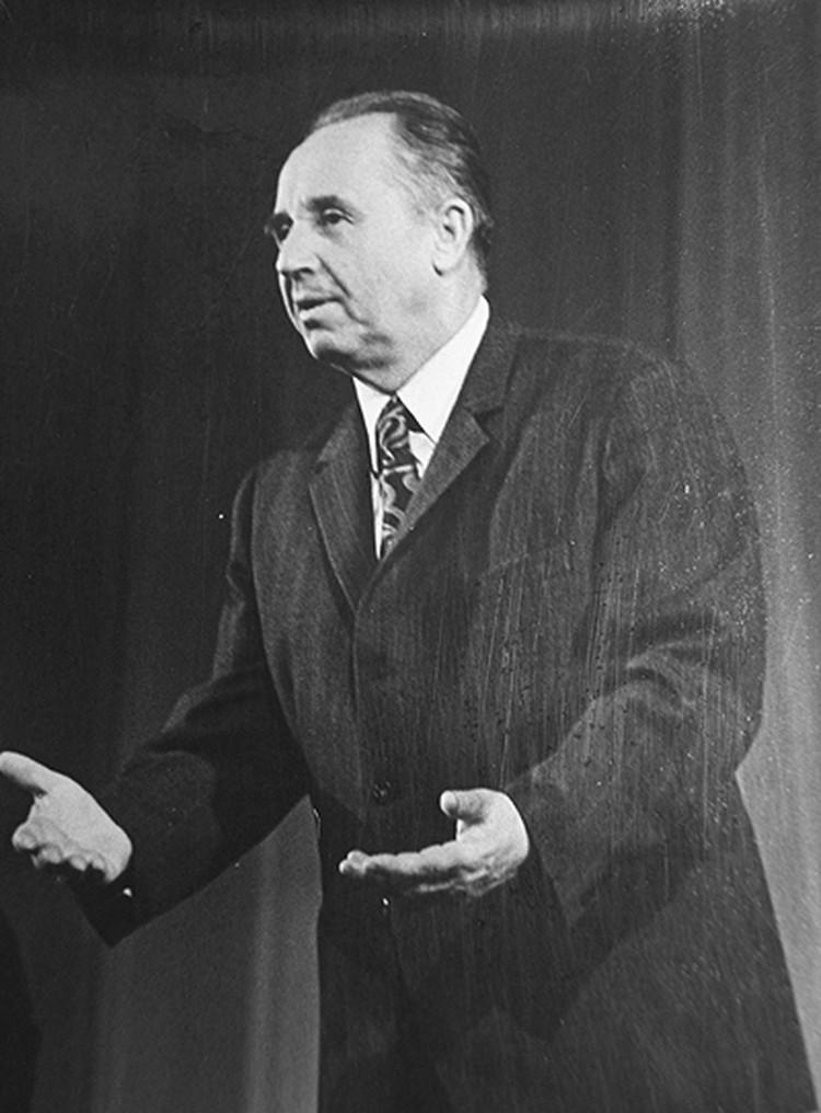 Юрий Киселев стоял во главе ТЮЗа с 1943 по 1996 год. За это время он успел стать народным артистом СССР, лауреатом государственных премий, почетным гражданином Саратова