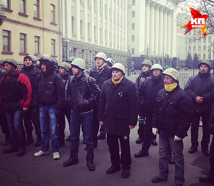 Dоенные, охраняющие порядок в Киеве, покинули украинскую столицу. Город под контролем повстанцев