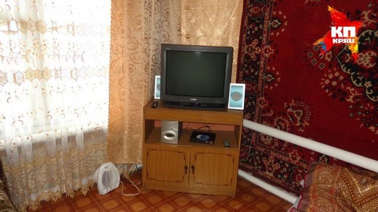 В доме можно смотреть телевизор и слушать музыку.