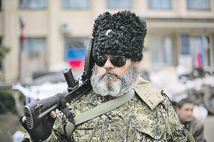 Киевские власти представили «сенсацию»: в Славянске, мол, есть российский спецназ. На одном из фото был вот этот колоритный казак. На днях Александра Можаева (он же Борода) в Славянске повстречал журналист Timе. Борода показал паспорт  и сказал: и рад бы