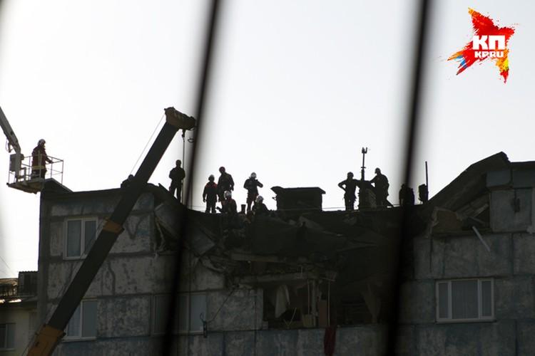 Спасатели уверны, что разбирать завалы будут до вечера