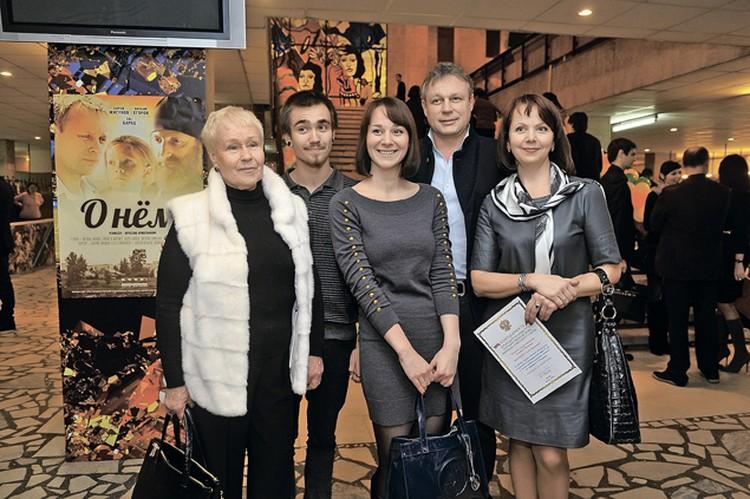 Сергей Жигунов с женой Верой, мамой Галиной Ивановной идочерью Марией.