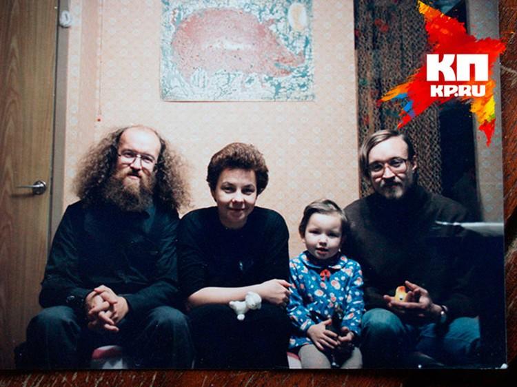 Старший брат Сергей (слева) подарил Егору его первую бас-гитару.          Фото: личный архив Федора Летова