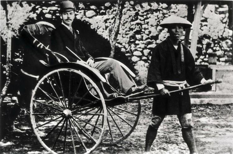 Будучи наследником,  Николай  соверщил 9-месячное путешествие на Дальний Восток - через Австро-Венгрию, Грецию, Египет, Индию и Китай доехал до Японии, а затем вернулся через Сибирь. В Японии на него напал полицейский - успел нанести мечом несколько ран.