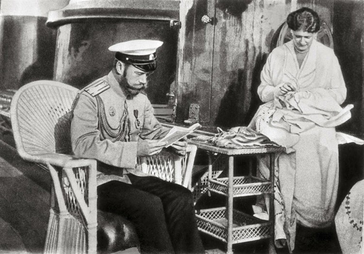 Редкий случай: царь женился по любви и сохранил ее всю жизнь. С женой, императрицей Александрой Федоровной