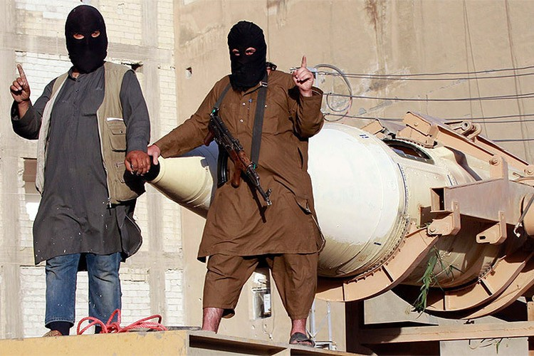 По сообщениям западной разведки, в распоряжении Исламского государства есть и ракеты.