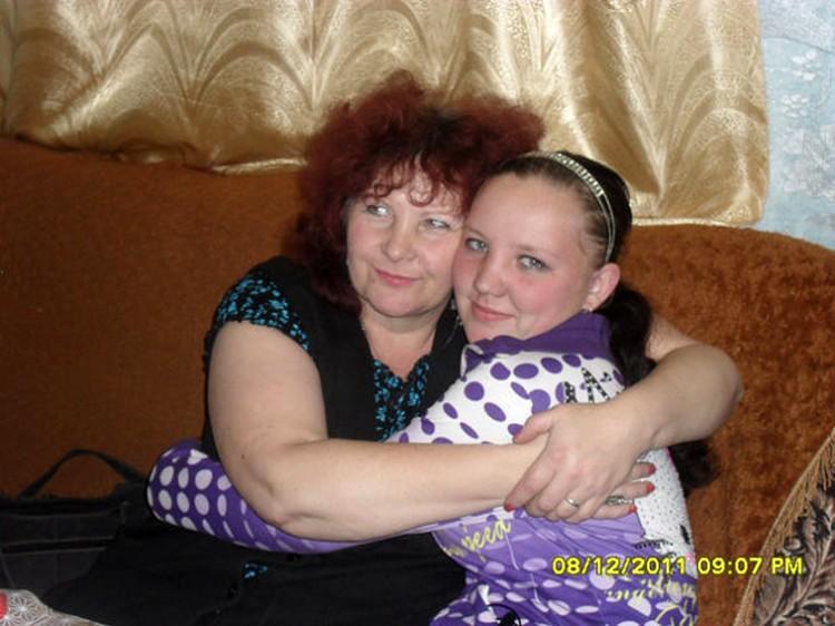 Сестра Людмила с матерью.