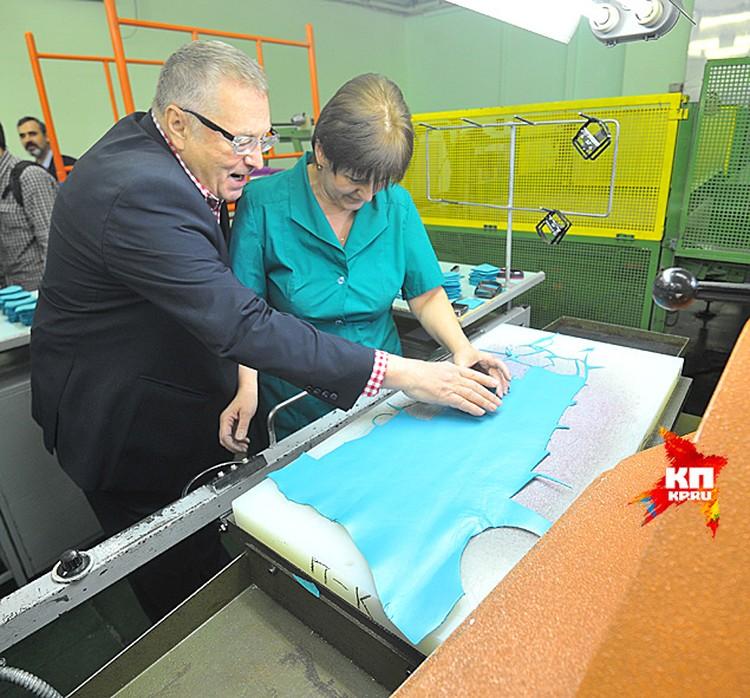 Владимир Жириновский будоражил мастеров за швейными машинами