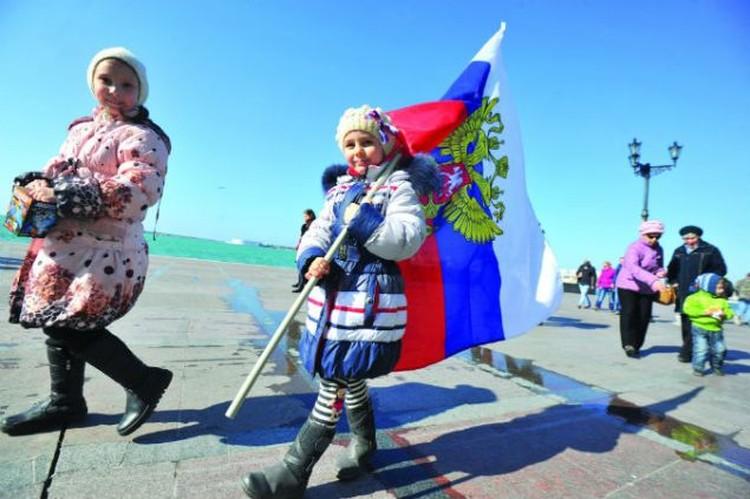 16 марта Крым отпраздновал годовщину исторического референдума. За 12 месяцев в республике запустили заводы, повысили зарплаты и готовятся соединить полуостров с материковой Россией мостом