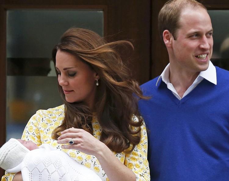 Идеальный макияж и прическа волосок к волоску - заслуга личного стилиста принцессы Аманды Такер, которую Кейт вызвала в госпииталь уже через три часа после родов.