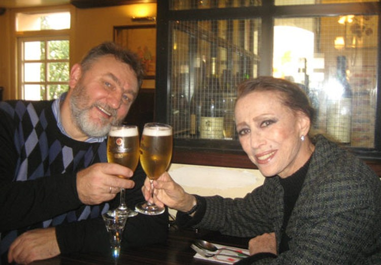 - Да, пиво люблю! - честно созналась Майя Михайловна корреспонденту «КП» Николаю Ефимовичу. Ноябрь 2010 г.