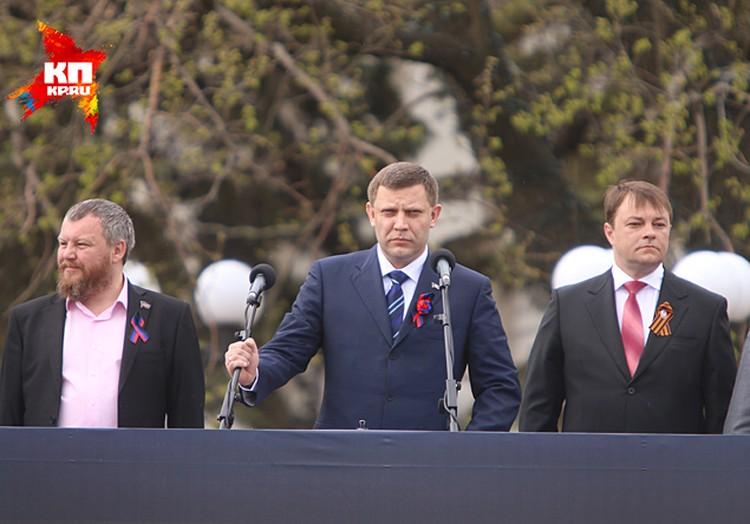 Александр Захарченко наблюдал за парадом с трибуны