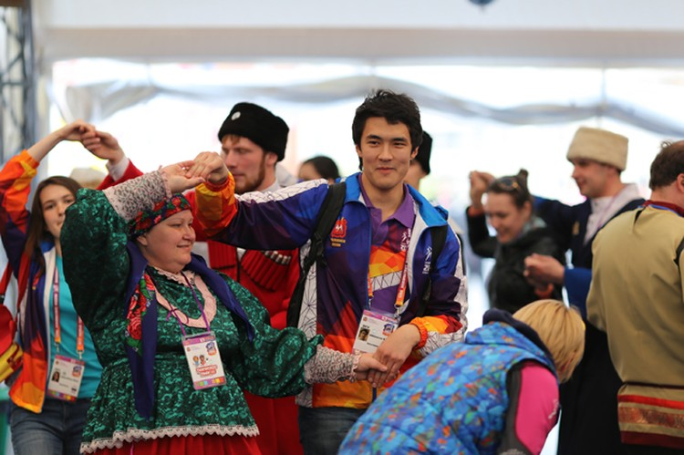 Русские народные игры привлекают очень многих иностранцев