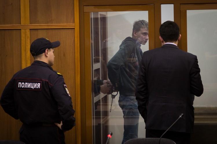 Кирилл Планков на заседаниях выглядит растерянным