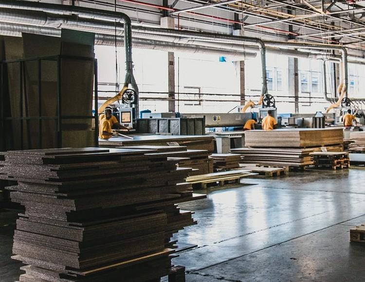 Цеха фабрики занимают почти 95 тысяч квадратных метров.