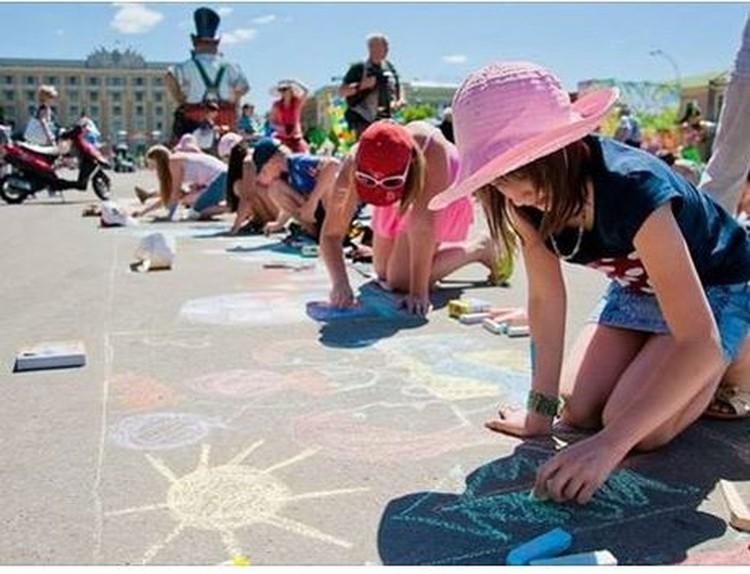 По итогам конкурса детского рисунка на асфальте победителю достанется 1 квадратный метр....(пока секрет чего))