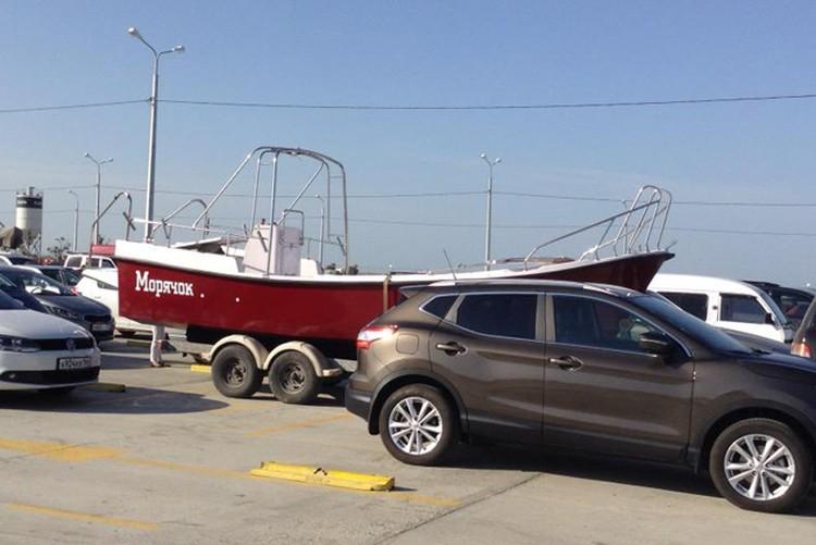 Некоторые берут в Крым свои яхты
