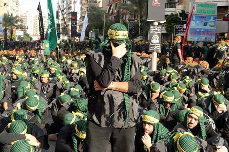 Тысячи сторонников «Хезболлы» собрались в пригороде Бейрута, чтобы отметить религиозный праздник Ашура.