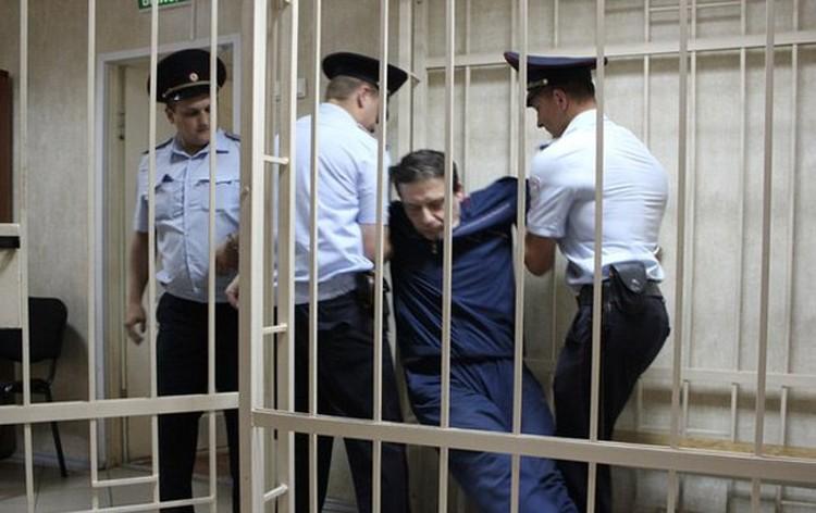 Александр Полухин на протяжении всего заседания провоцировал суд, пока его не вынесли из зала