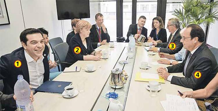 «Угадай, кто здесь банкрот»- так подписывают это фото остряки в соцсетях.  На снимке (слева направо): ? премьер Греции Алексис Ципрас, ? канцлер ФРГ  Ангела Меркель, ? глава Еврокомиссии Жан-Клод Юнкер и ? президент Франции Франсуа Олланд на саммите лиде
