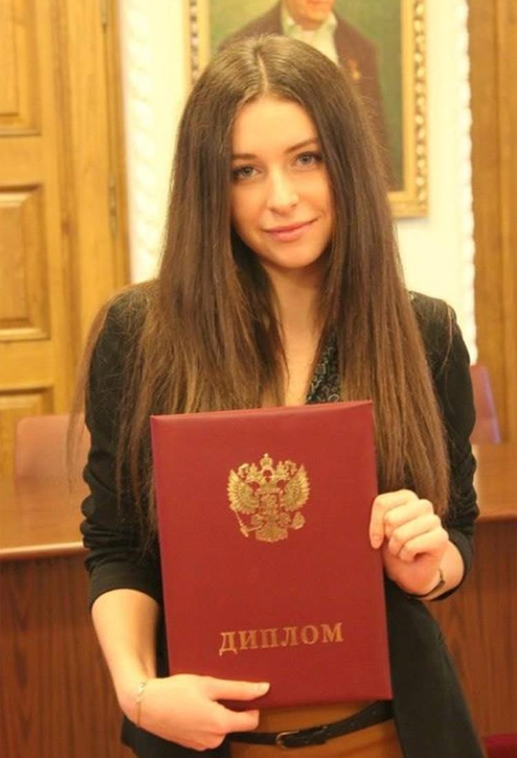 Отличнице пророчили большое будущее, но, видимо, в один прекрасный день Дорошенковой просто наскучила учеба