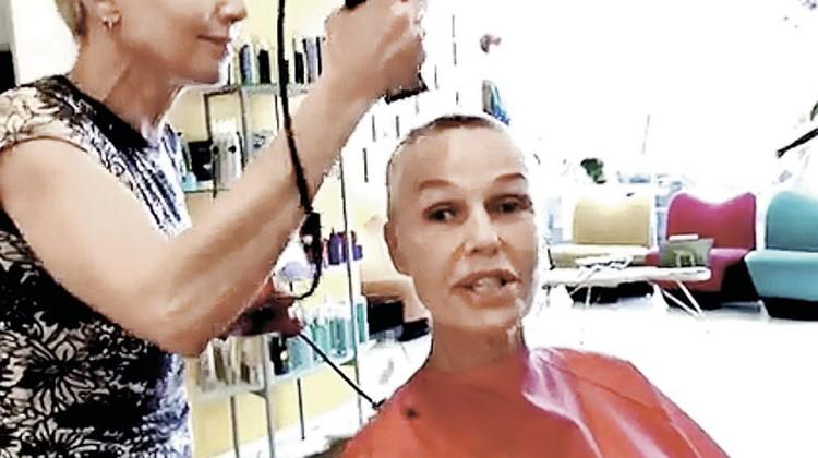 «Теперь можно и в армию!» - пошутила Наталья, когда ей обрили голову.