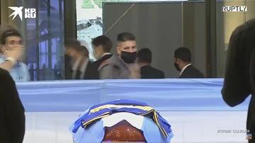 Люди прощаются с Диего Марадоной в президентском дворце Каса Росада