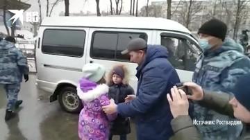 Росгвардейцы нашли ребенка, потерявшегося в толпе протестующих в центре Москвы