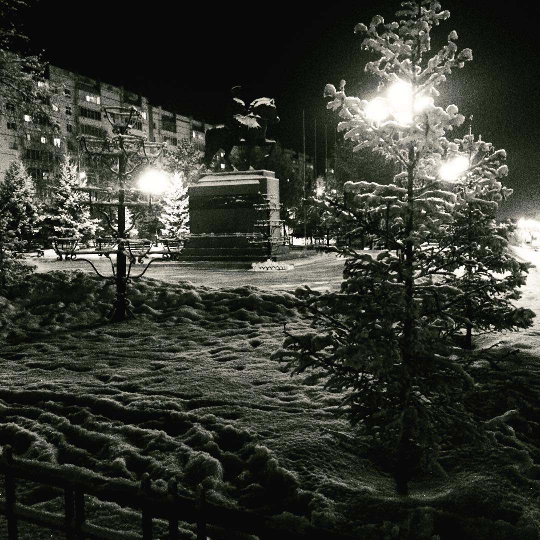 Как вам занесенный снегом Георгий Жуков?