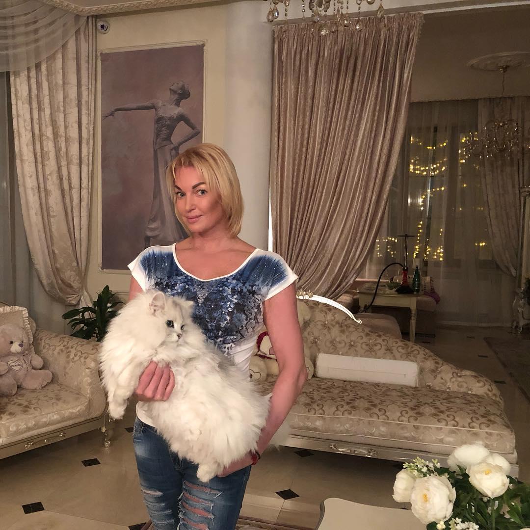 Анастасия Волочкова рассталась с волосами