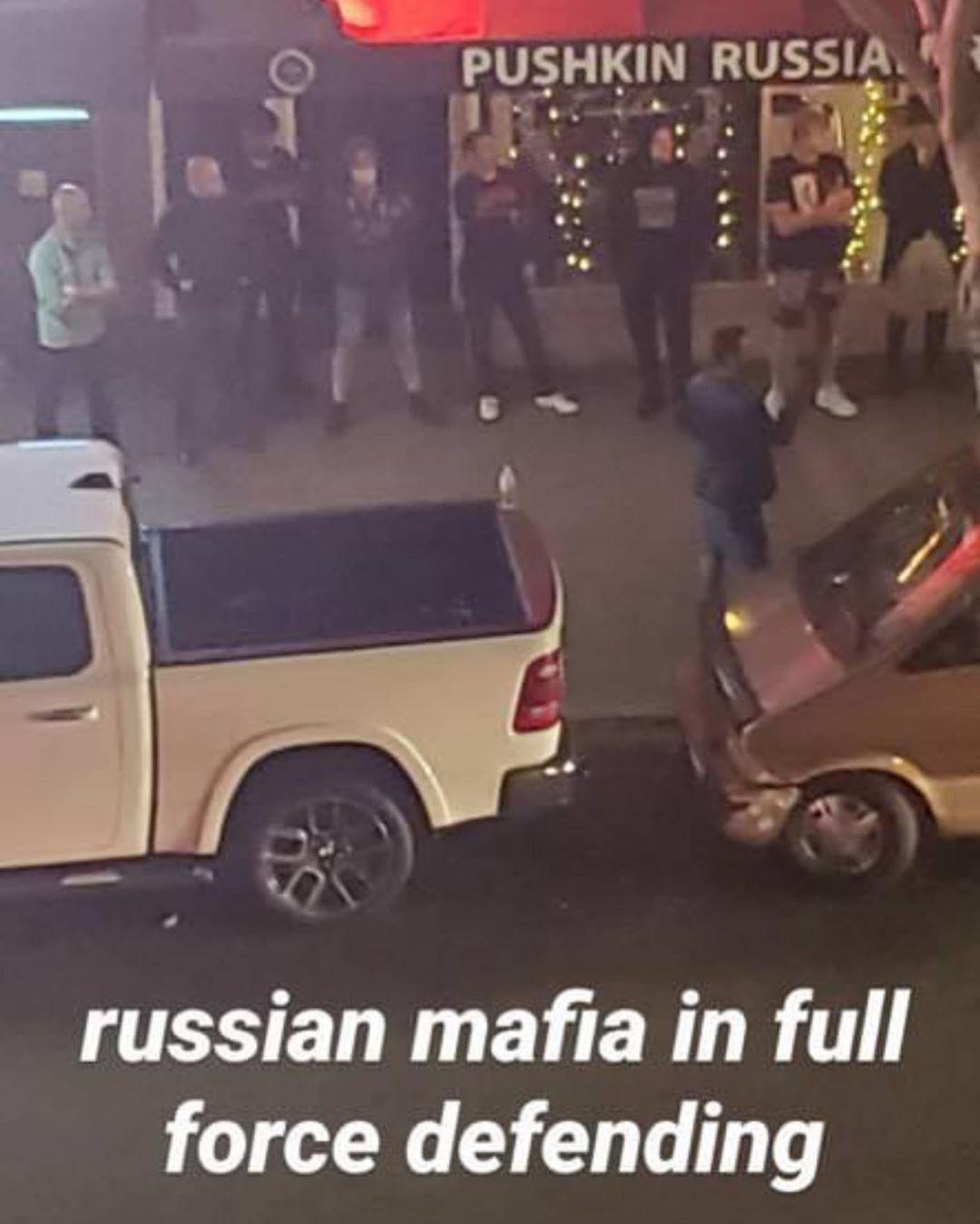 В США люди с оружием в руках встали на защиту ресторана русской кухни