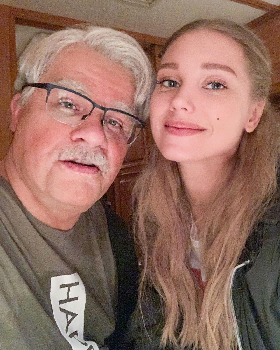Кристина Асмус объявила о разводе с Гариком Харламовым. Решение расстаться супруги приняли год назад