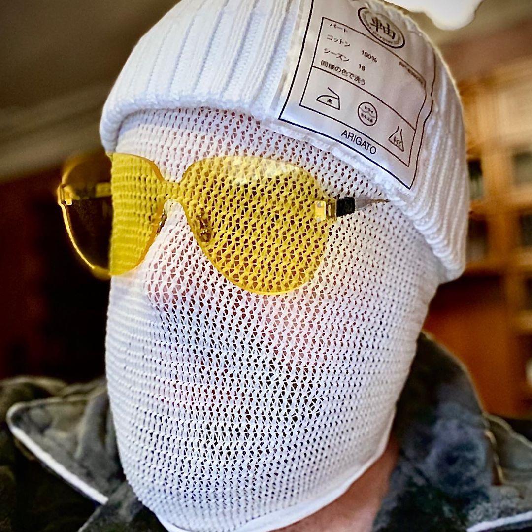 Это моя новая маска! В таких масках, скоро будем ходить все! Идентификация почти невозможна. Мир больше никогда не будет прежним. Новыи миропорядок на носу?! А вам как кажется?