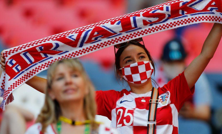 Болельщицы сборной Хорватии переживают за Модрича и Ко. Фото: Global Look Press